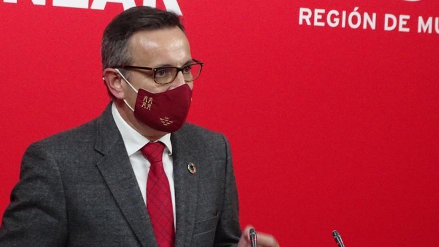 """Conesa pide que Castillo deje de presidir la Asamblea porque """"ayuda a pervertir las instituciones de la Región"""""""