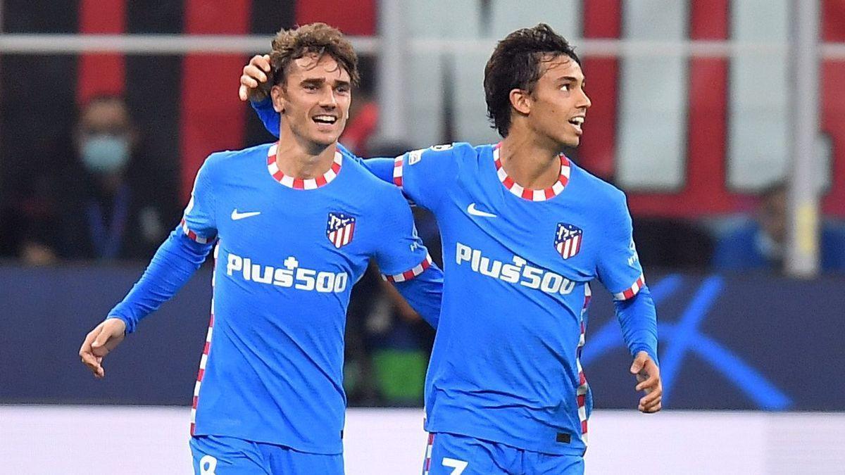 Griezmann, junto a Joao Félix tras su gol al Milan.