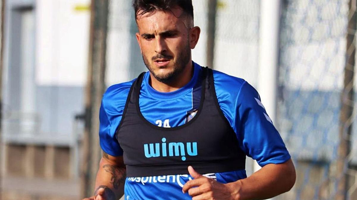 Uno de los refuerzos de la temporada, Elady Zorrilla, entrenando en El Mundialito. | | @CD TENERIFE