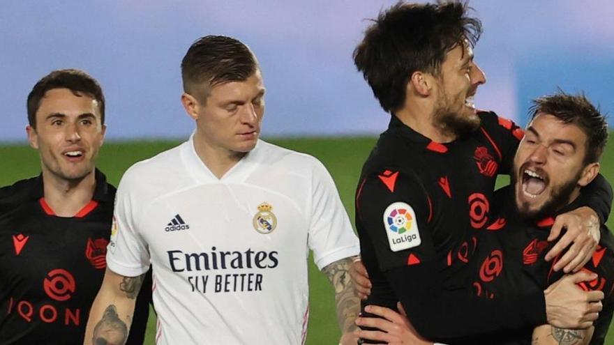 El Madrid se atasca ante la Real y da más aire al Atlético antes del derbi