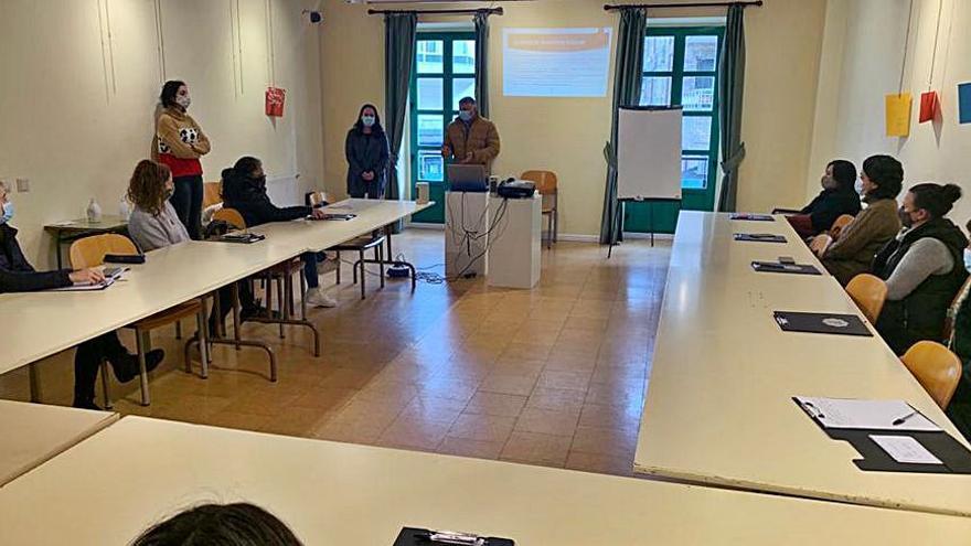 El primer grupo termina el seminario de monitor de transporte y comedor escolar organizado en Silleda