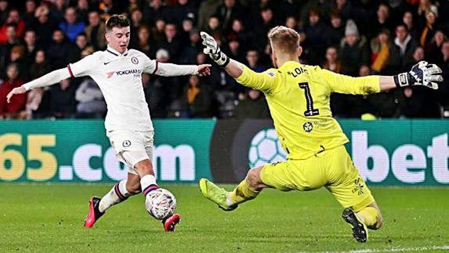 Chelsea i Leicester passen ronda i el Tottenham jugarà el desempat a casa