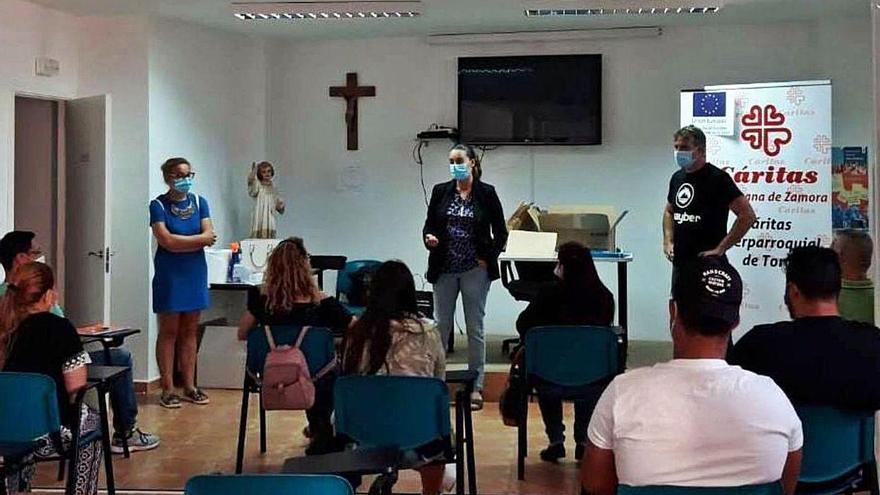 Cáritas forma a una decena de personas con un curso de auxiliar de jardinería en Toro