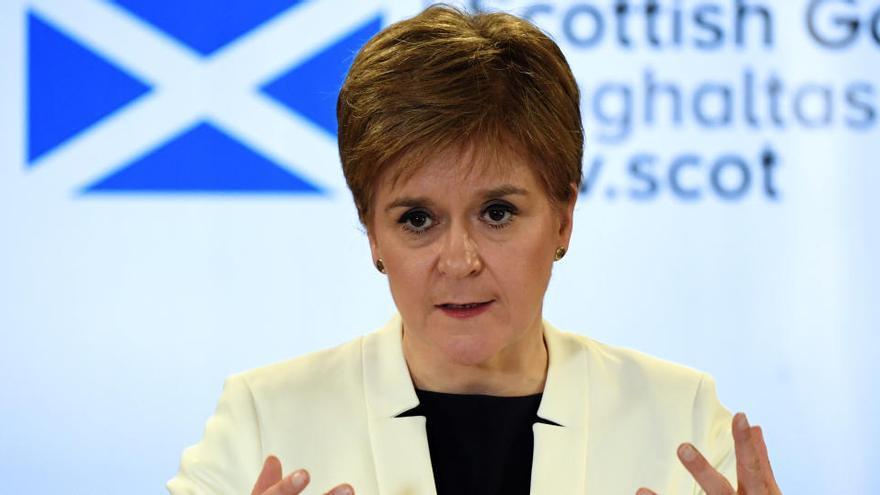 Sturgeon quiere otro referéndum de independencia en Escocia en 2021