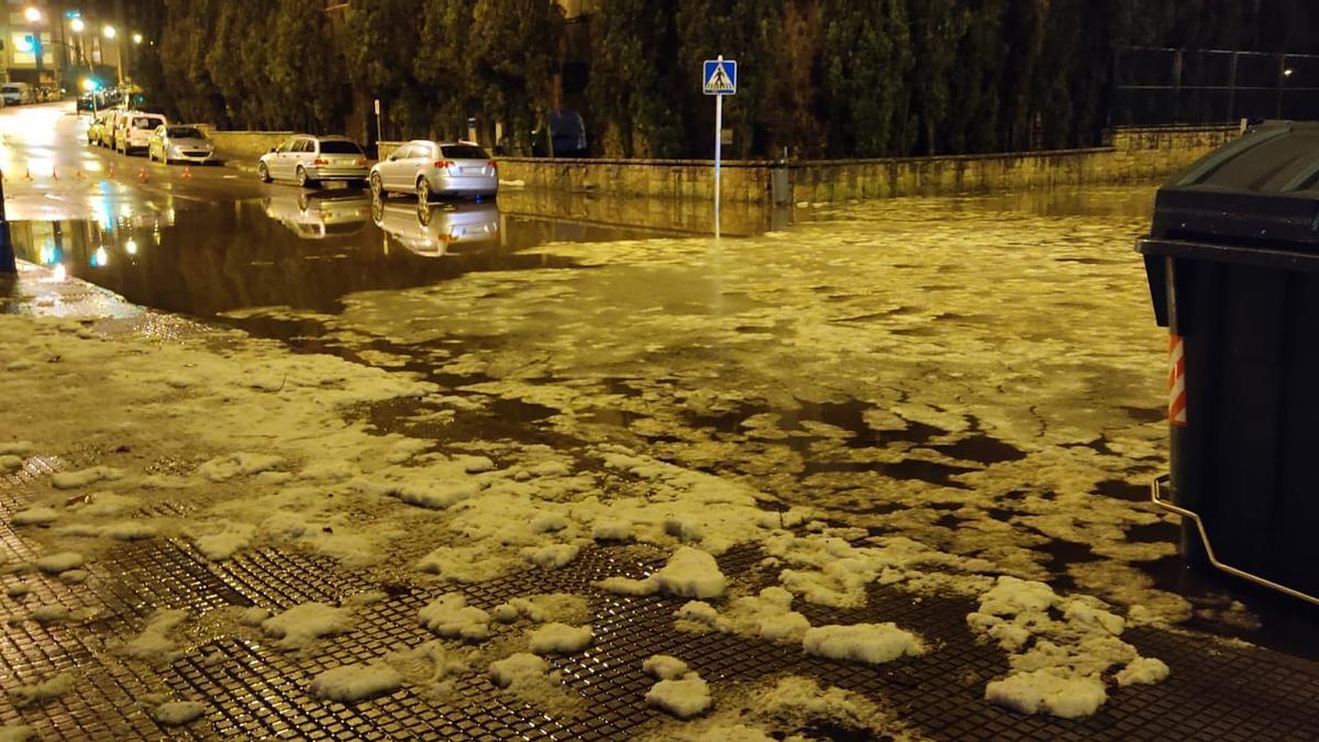 Aspecto de la calle Valdés Salas anoche.