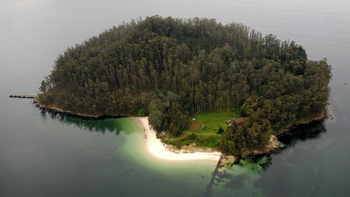 Vista de la isla de Tambo, en la ría de Pontevedra.