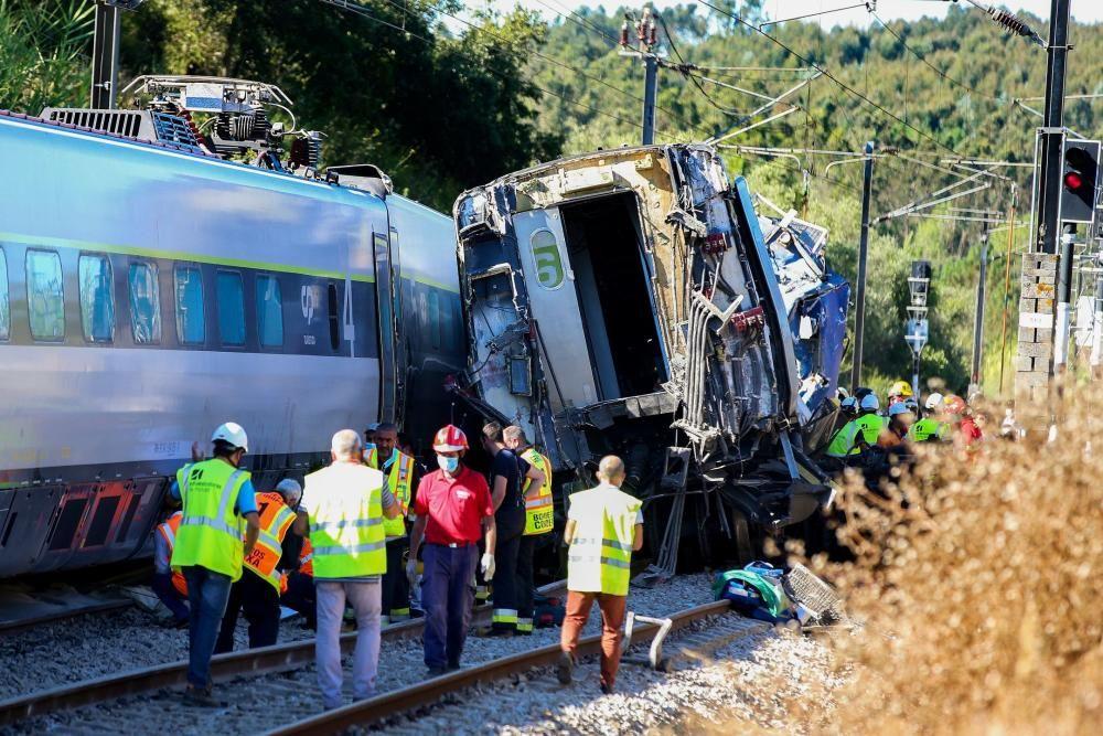 El suceso se produjo cuando el convoy chocó contra una máquina que reparaba una catenaria.