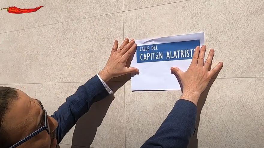 El otro José Hila dedica una calle de Palma al Capitán Alatriste para evitar otra bronca de Arturo Pérez-Reverte