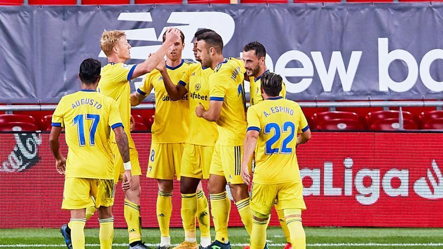 El Cádiz, con nueve jugadores, logra su primer triunfo ante el Athletic en San Mamés
