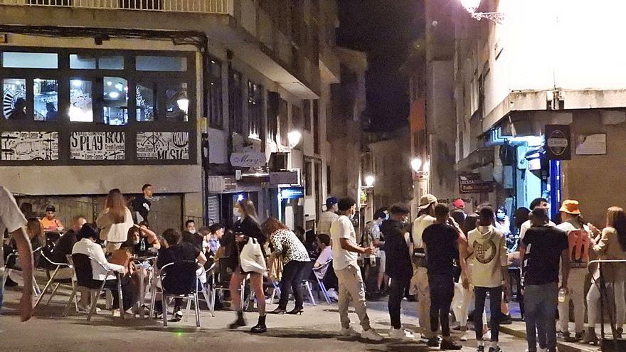 La futura ordenanza de botellón prohíbe beber en la calle y solo se podrá en interior o terrazas