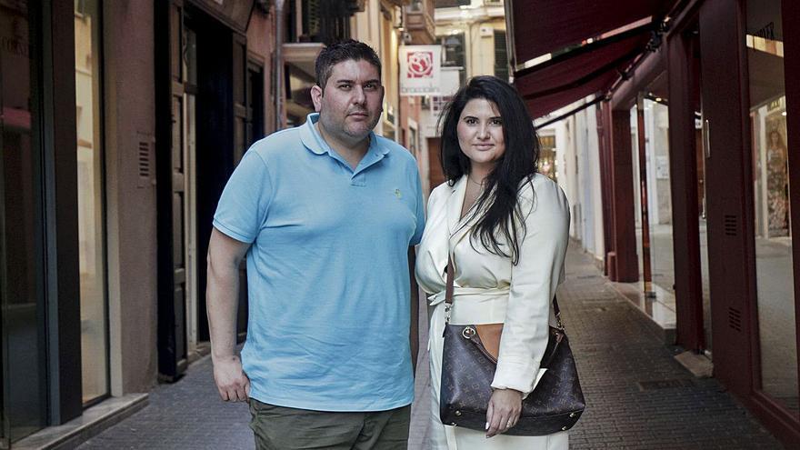 Llegan a Mallorca los hermanos Fernández Déniz, inspirados en sus tesoros de anticuario textil