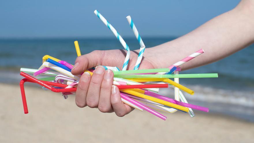 Inglaterra veta las pajitas y otros plásticos de un solo uso