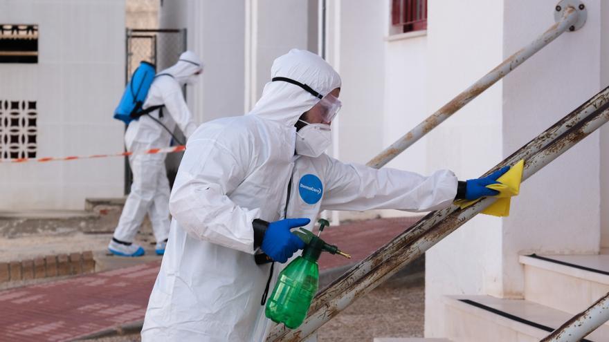 Militares del MOE desinfectan instalaciones de Monforte del Cid