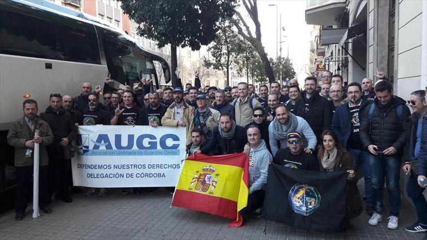 Más de 35.000 policías exigen en Barcelona equiparar salarios