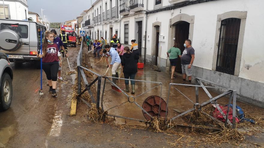 Una tormenta caída en Alcaracejos inunda una veintena de casas