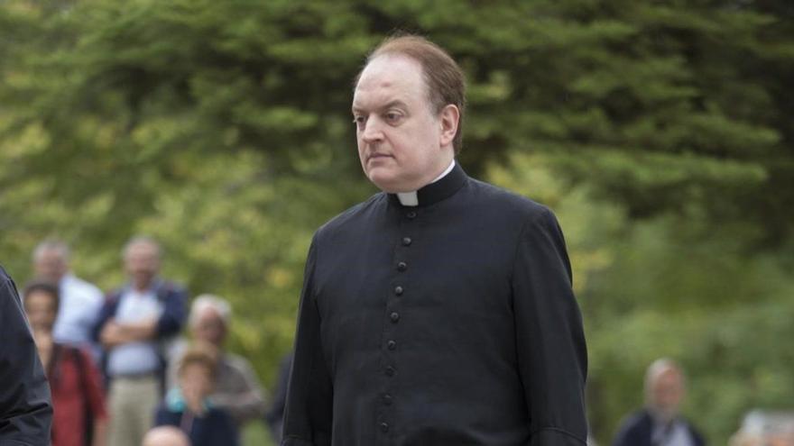 Apeles quiere investigar a la novia del obispo