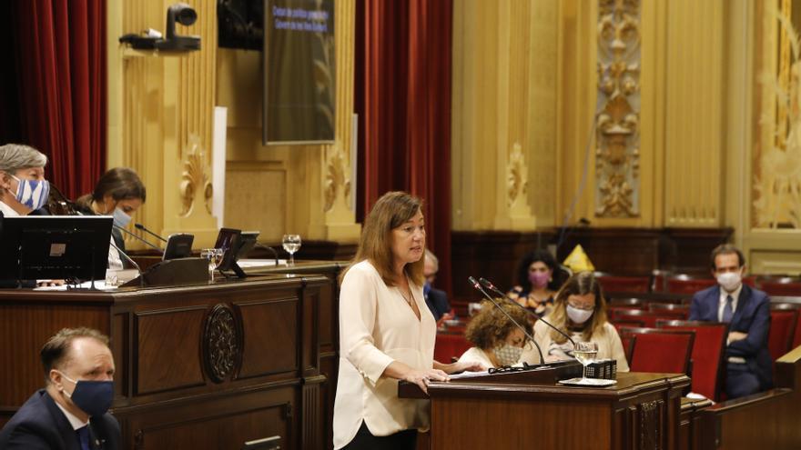 La salida nocturna de Armengol marca el pleno del Parlament en un ambiente de máxima tensión entre PP y Govern