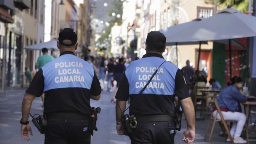 La Policía Local denuncia a 16 jóvenes por una fiesta en un chalé de La Laguna