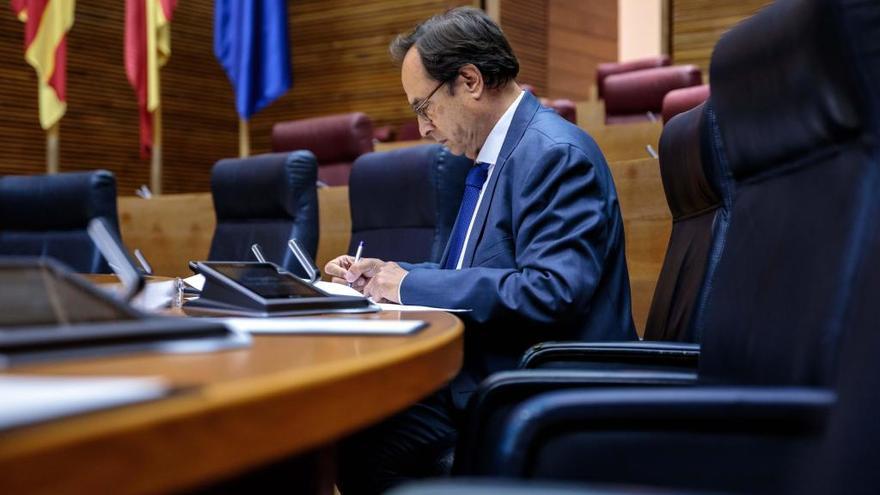 Soler explicará los recortes en las Corts el 15 de octubre