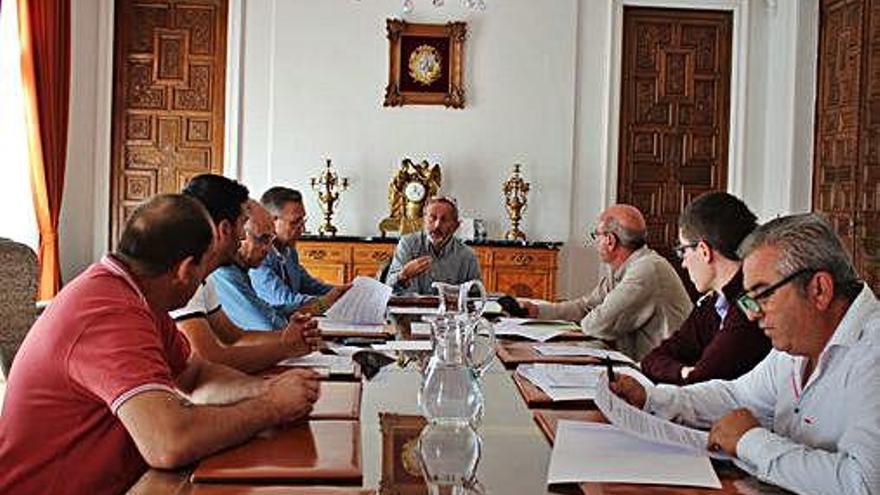 Reunión de los alcaldes interesados en la mancomunidad.