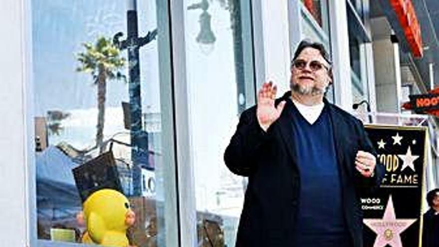 Guillermo del Toro 'inaugura' su estrella en el Paseo de la Fama de Hollywood