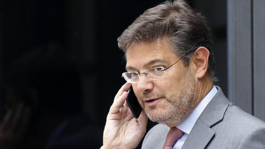 El Gobierno respalda a Catalá tras la renuncia de Moix
