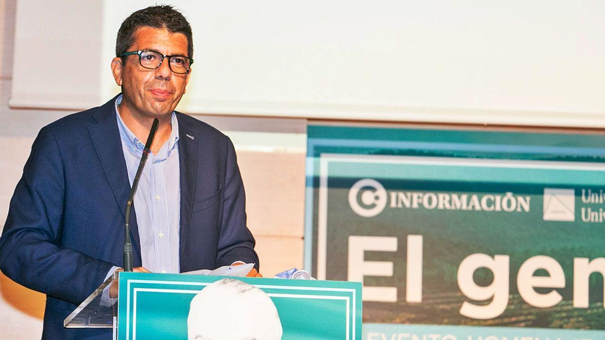 El presidente de la Diputación durante su intervención en el Club INFORMACIÓN.