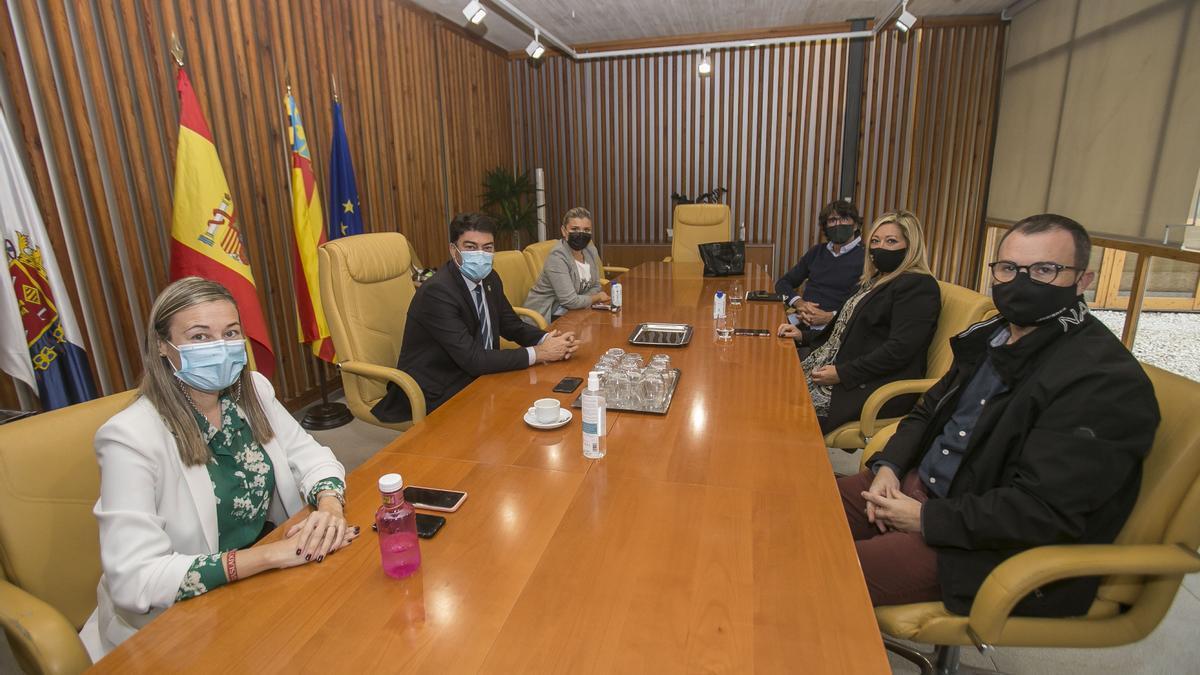 Un instante de la reunión de Barcala y los hosteleros del pasado jueves
