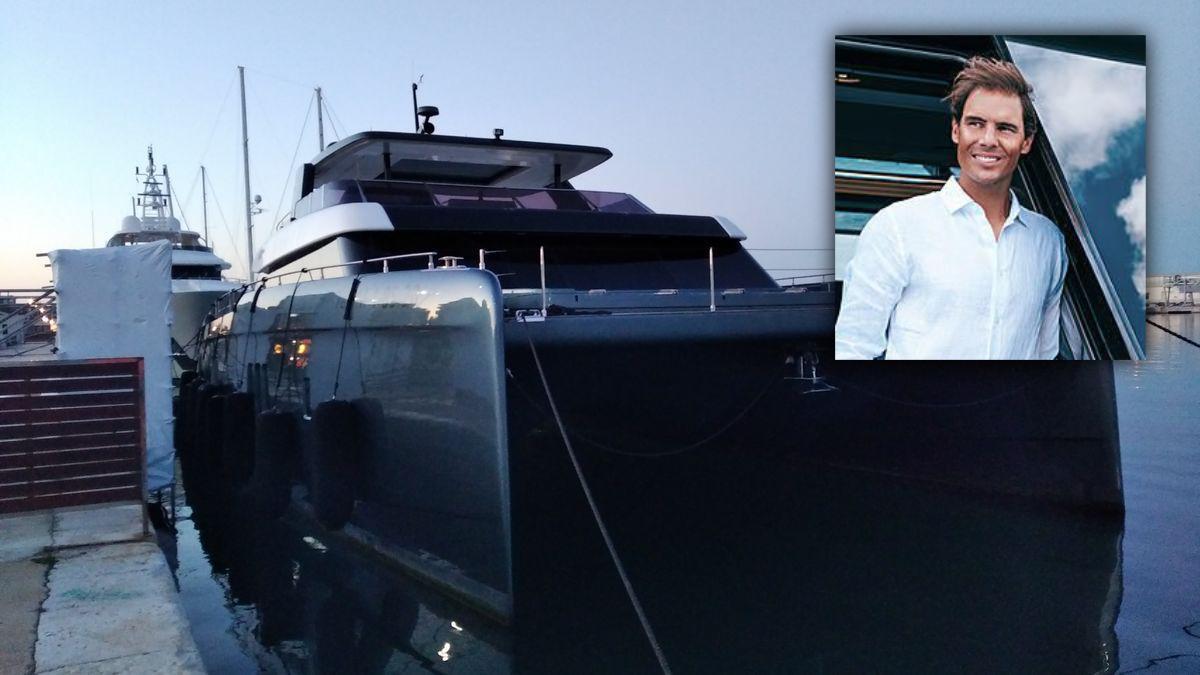 El catamarán, atracado en el muelle de megayates de Dénia.