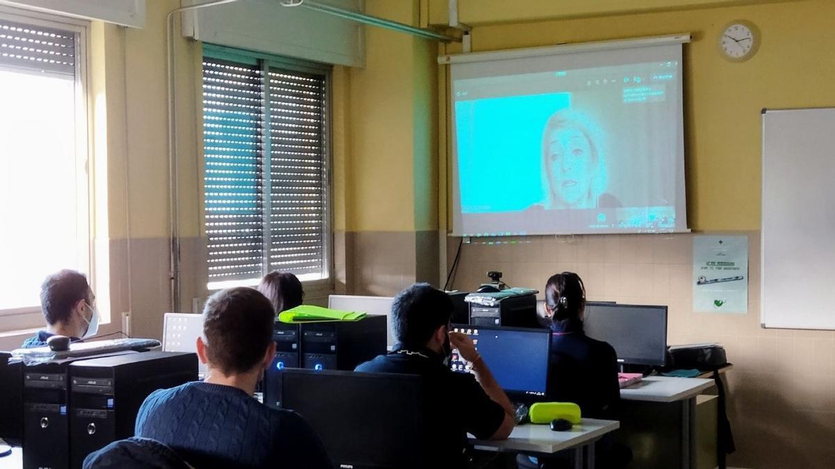 Una actividad en un aula del IES León Felipe de Benavente