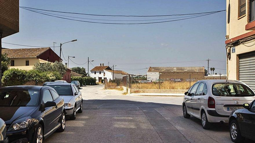 Castellar-l'Oliveral necesita más equipamientos públicos, y urbanizar mejor calles y aceras