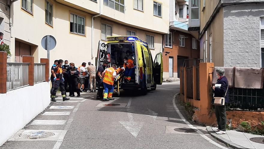 Una mujer herida tras ser arrollada por un coche en Cangas