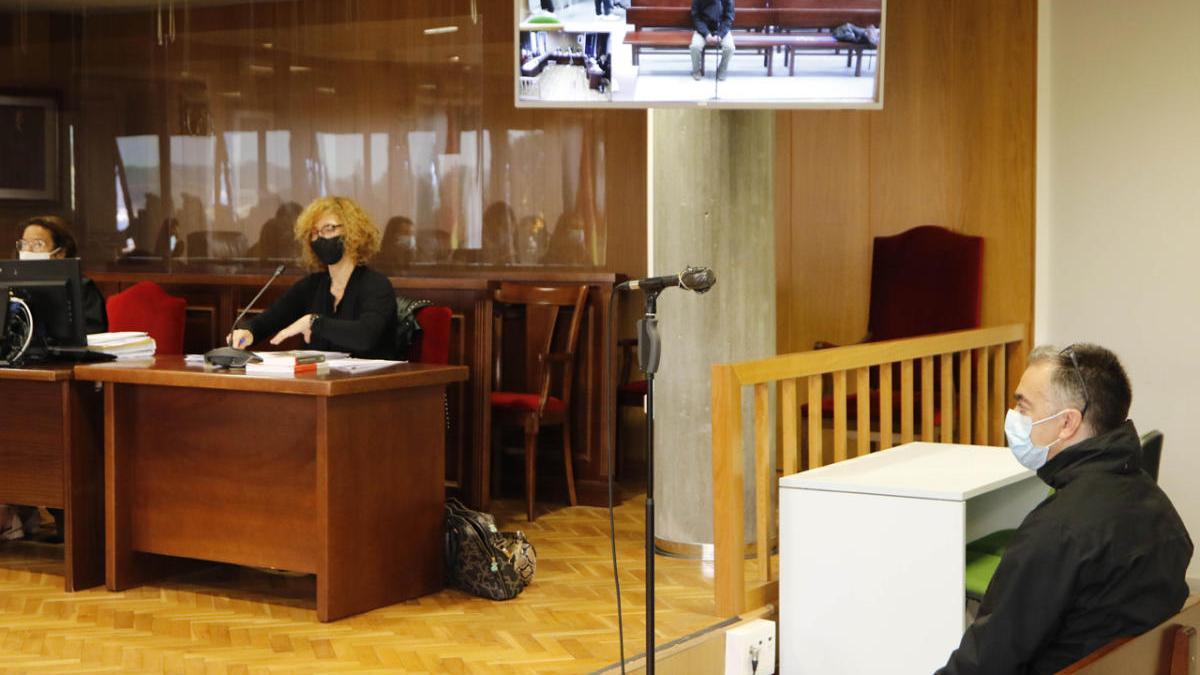 El profesor de taekwondo acusado, en el banquillo. // Alba Villar