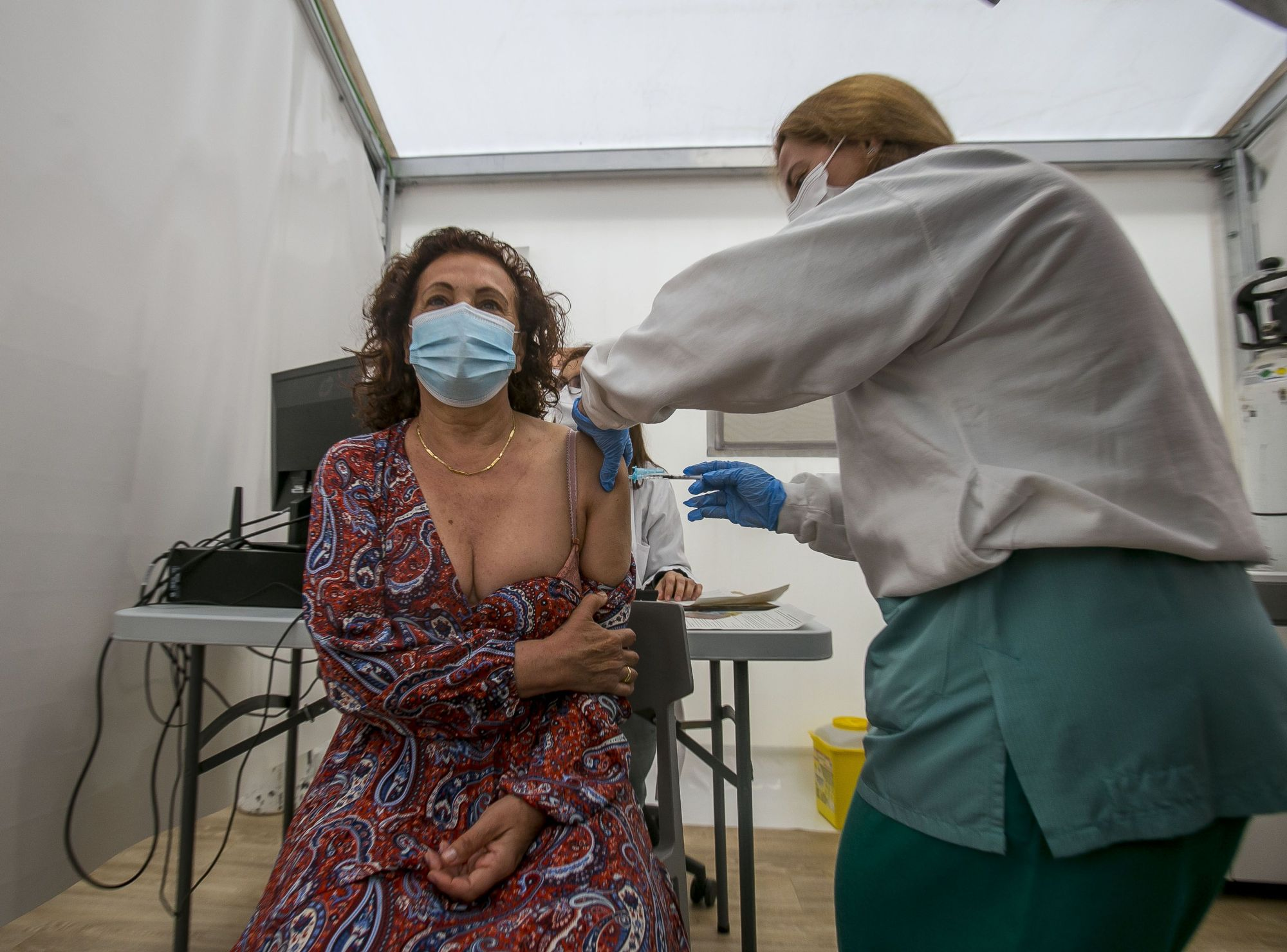Comienza la vacunación masiva en el hospital de campaña de Alicante