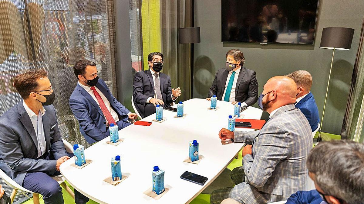 Reunión en Fitur con representantes de la World Travel Market de Londres.