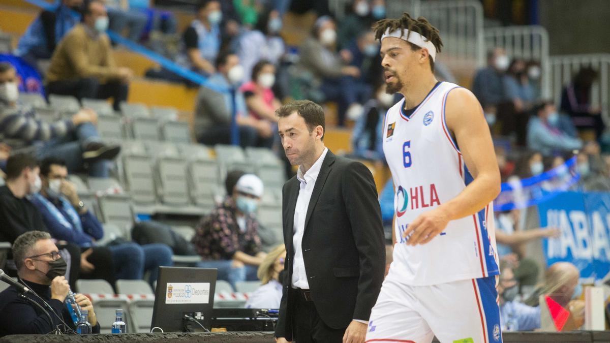 Pedro Rivero junto a Jonas Zohore, en Lugo