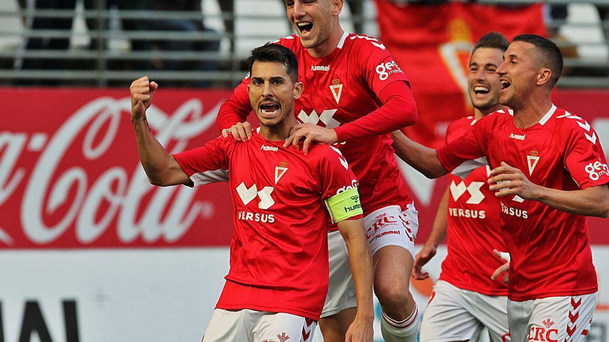 Armando Ortiz celebra un gol  en un encuentro ante el Marbella.   PEPE VALERO