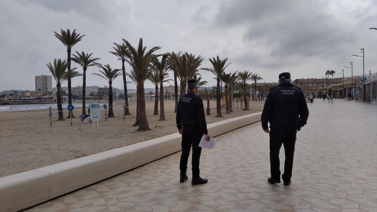 Los agentes de la Policía Local han inspeccionado este mediodía los bares y restaurantes
