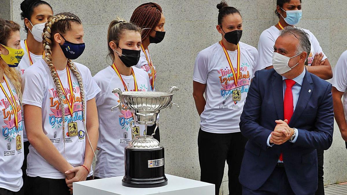 Olímpico, orgullo para Canarias    ELVIRA URQUIJO/EFE