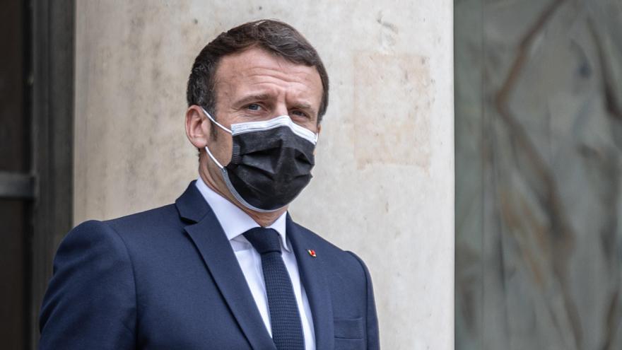 Acusan a ministros franceses de acudir a cenas y fiestas clandestinas