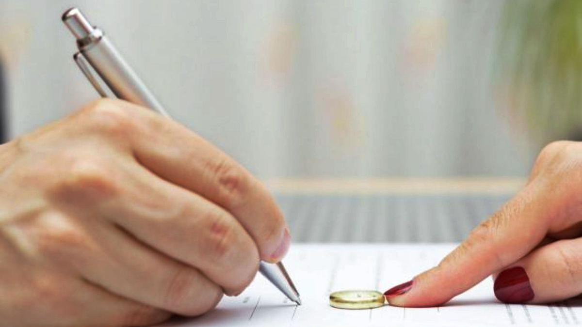 Recreación de un acuerdo para firmar una petición de divorcio.