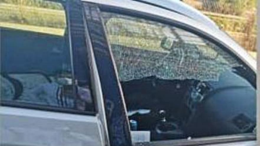 Denuncian destrozos en varios coches durante la Nochebuena en Alborgí