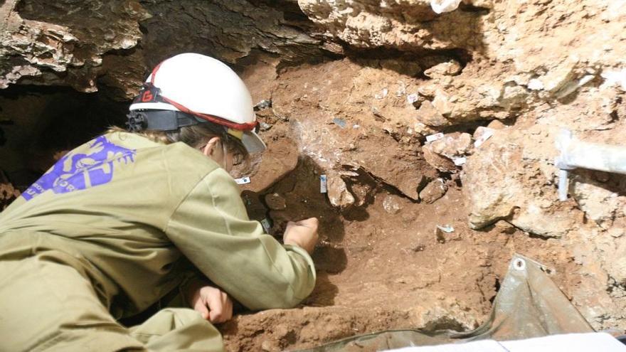 Una decena de jóvenes podrán participar en la excavación de Cueva Victoria