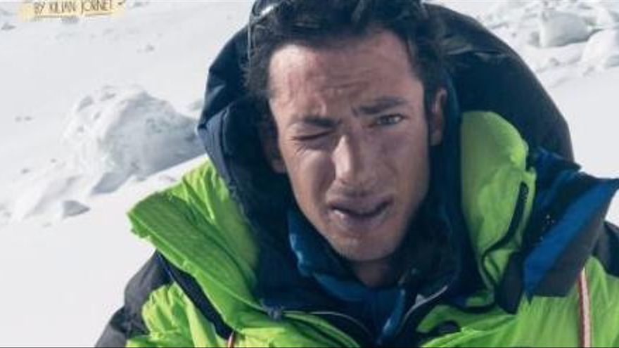 Kilian Jornet torna a fer història i repeteix l'Everest, ara en 17 hores