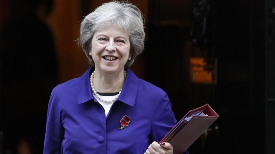 May descarta dimitir tras perder la mayoría absoluta, según la BBC