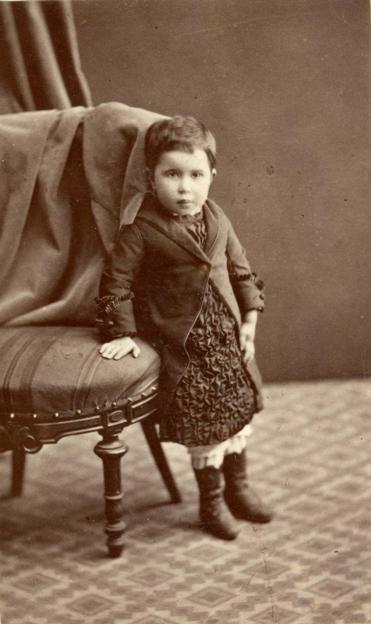 Fernando del Fresno (Oviedo). Retrato de estudio de una niña, h. 1870 | Donación Jesús Laureano García