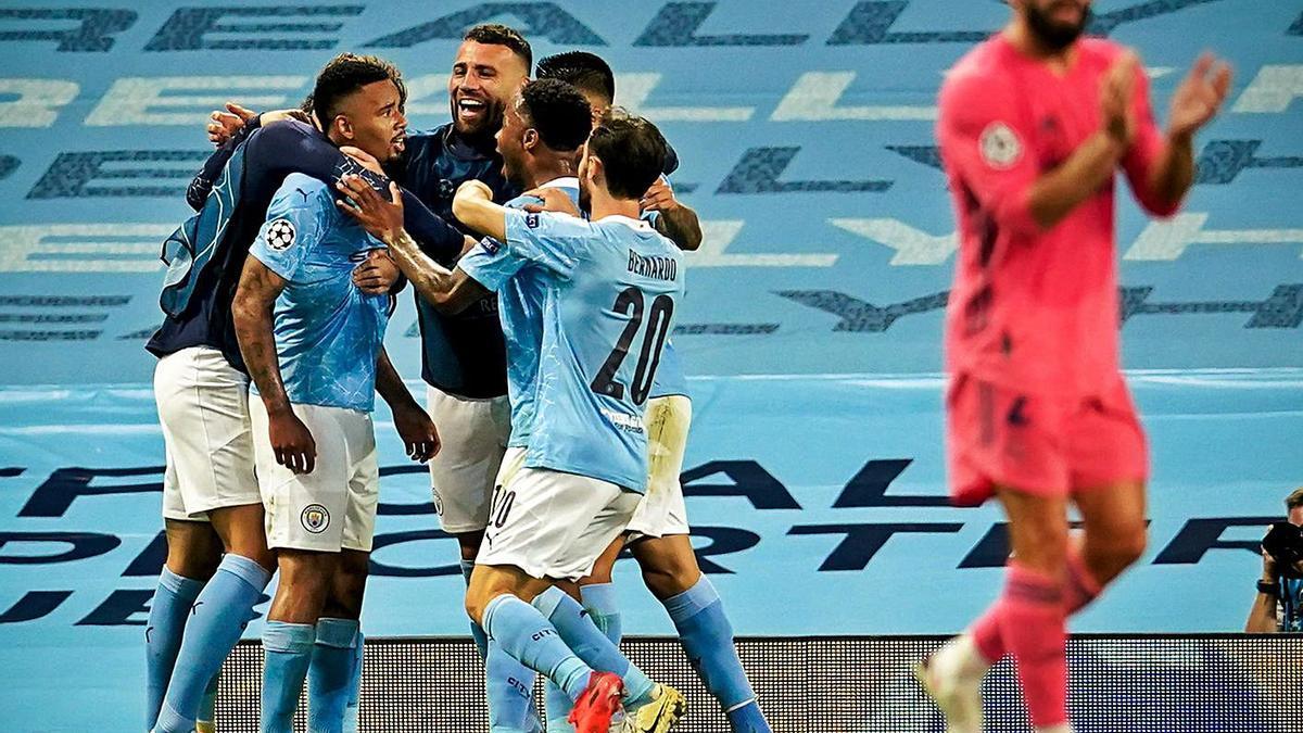 El City celebra su segundo gol ante Carvajal, ayer. | EPA
