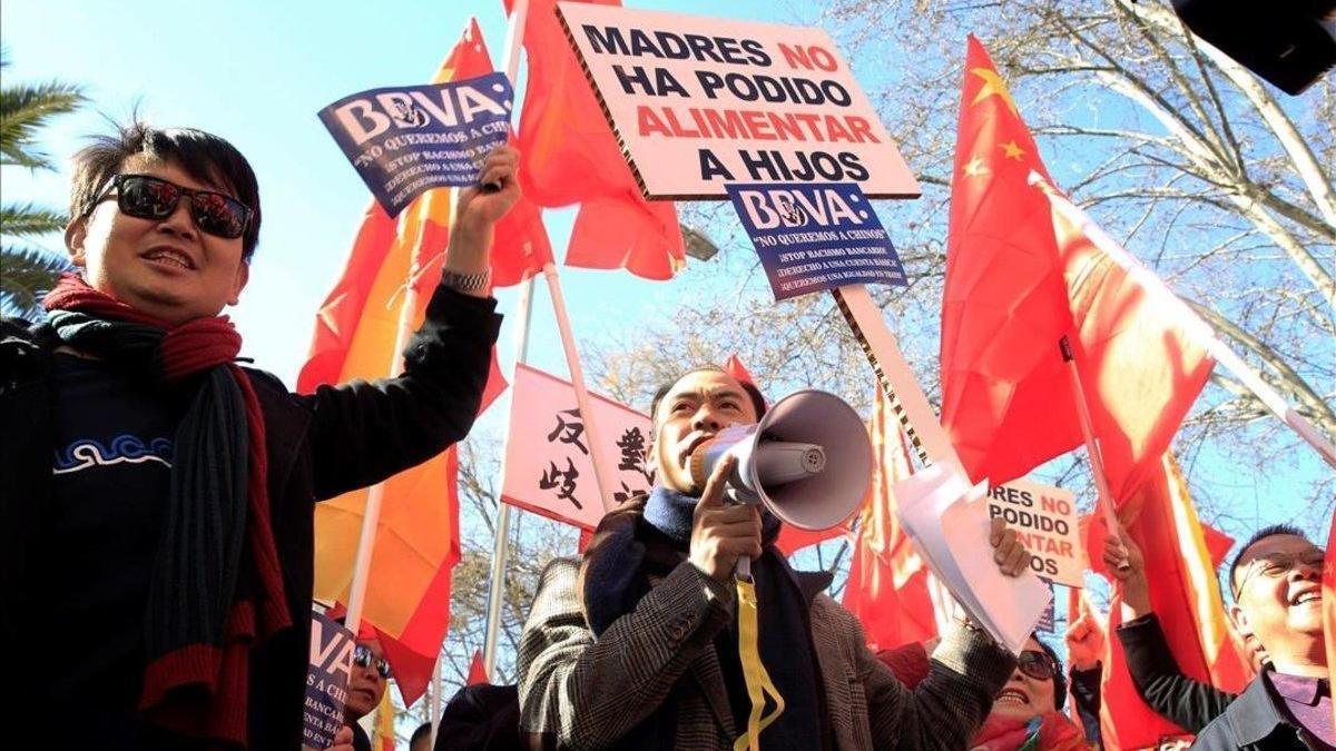El Defensor del Pueblo pide explicaciones por el bloqueo de cuentas chinas