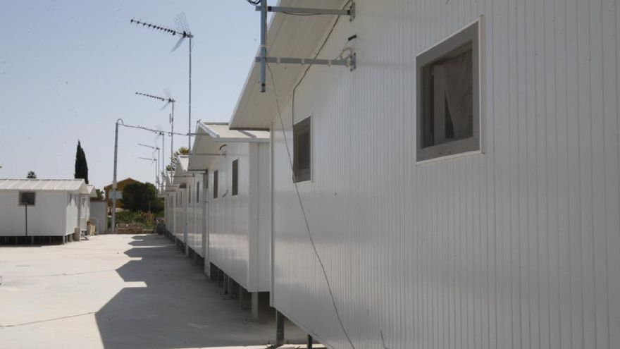 Siete familias siguen viviendo en casas prefabricadas diez años después del terremoto de Lorca