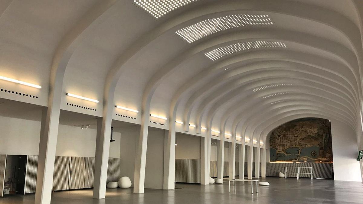Imagen interior del vestíbulo de la antigua estación de autobuses de Alicante, que ahora pasa a manos de la Concejalía de Cultura. | INFORMACIÓN